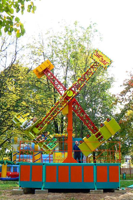 Парк культуры и отдыха имени Челюскинцев  аттракционы
